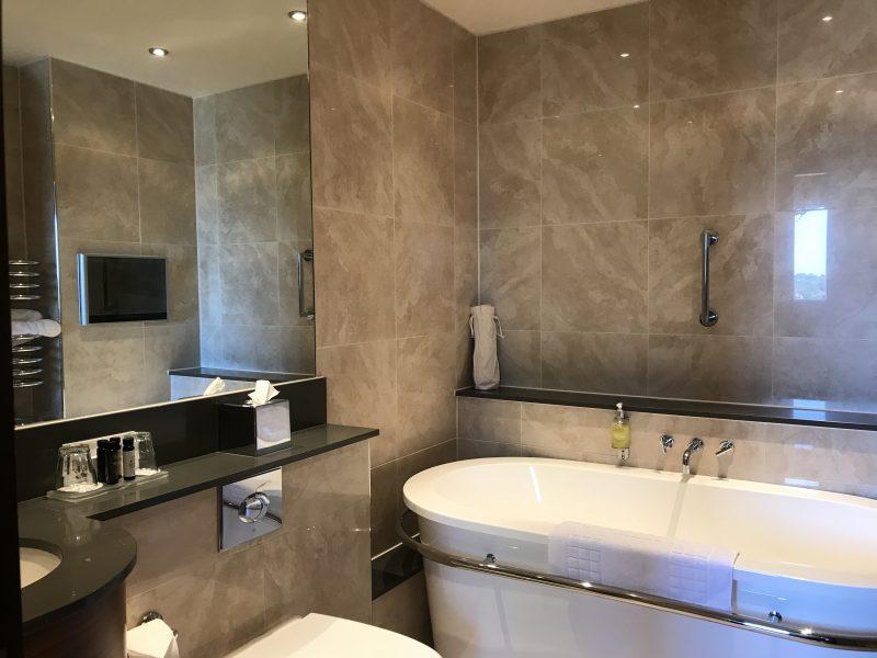 bathroom hallmark queen chester emperor suite